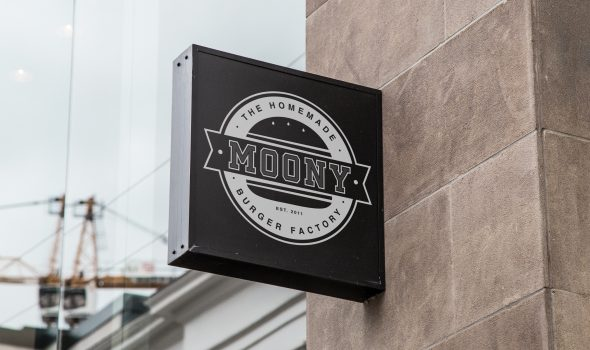 Enseigne Moony Homemade Burger Factory (Biarritz)
